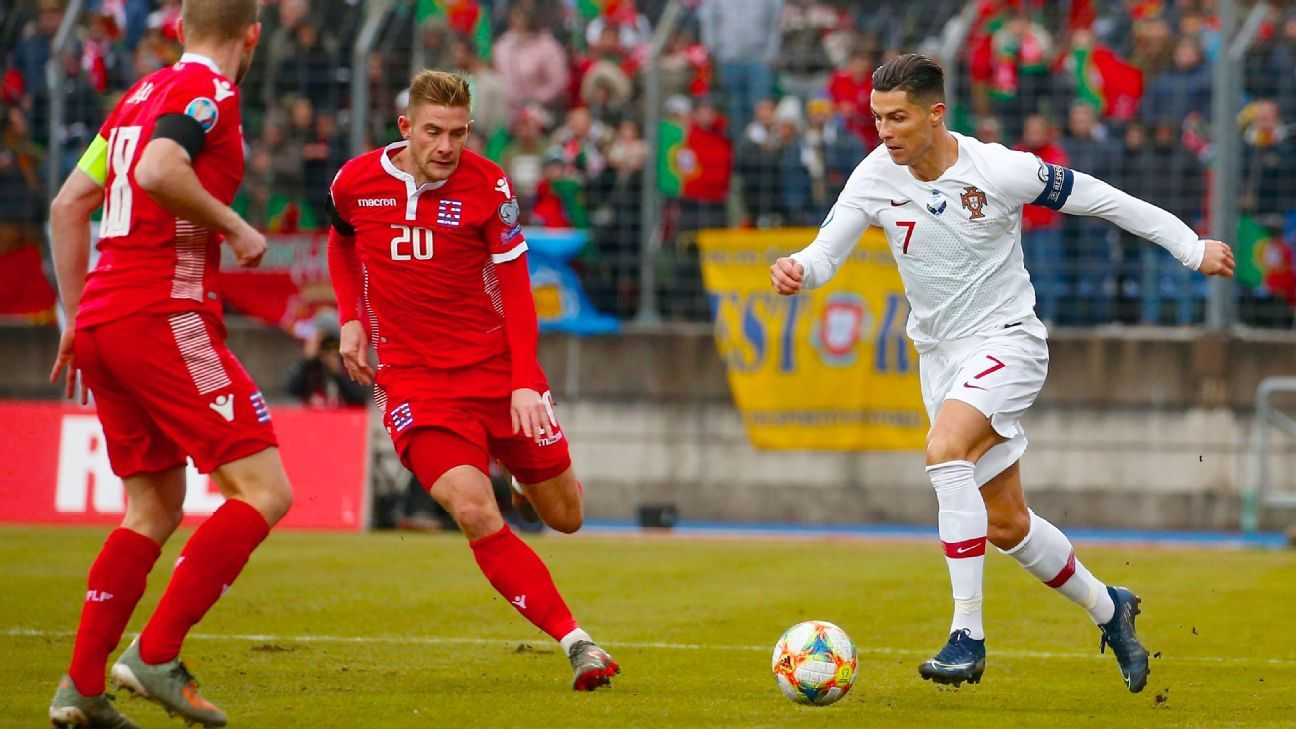 Cristiano Ronaldo Blasts Potato Field Pitch Says Not Fully Fit Cristiano Ronaldo Ronaldo Knee Injury
