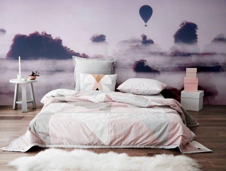 Fototapete in Lilatönen hinter Bett im Mädchenzimmer Janina