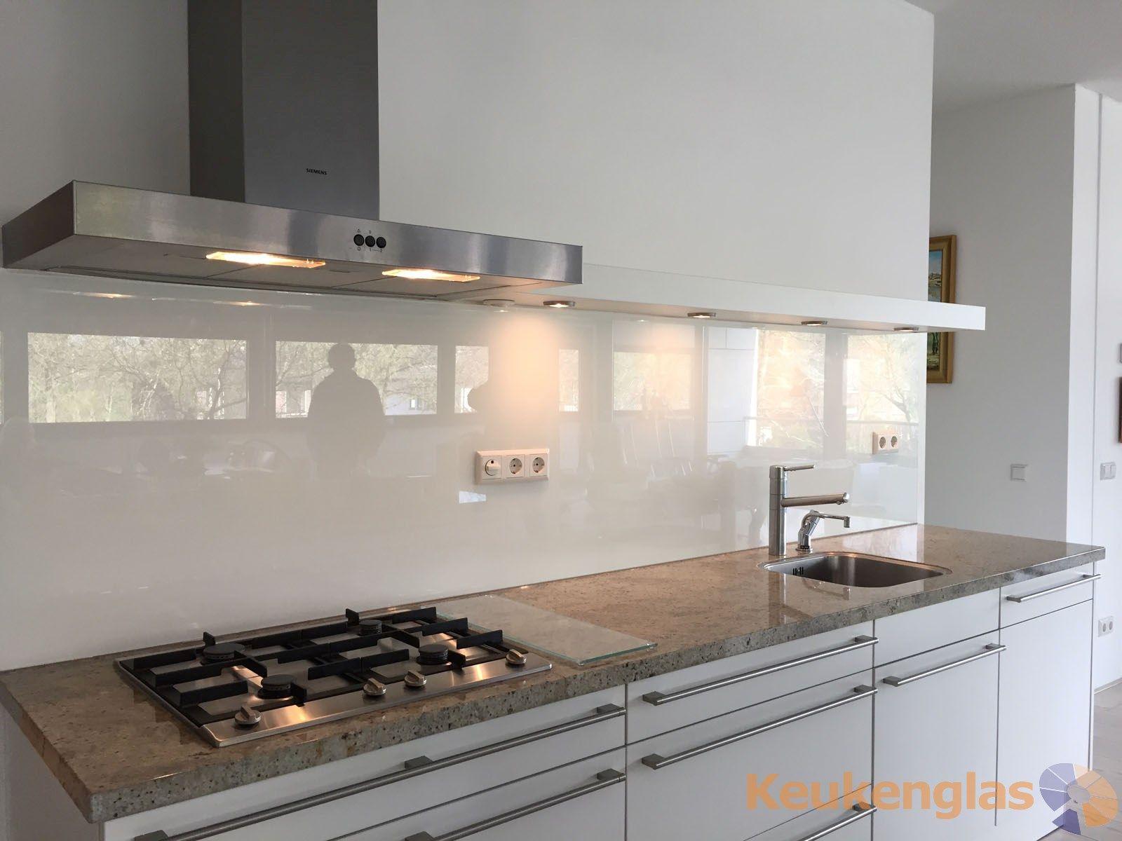 Witte keuken achterwand van glas in Leidschendam  Gewest