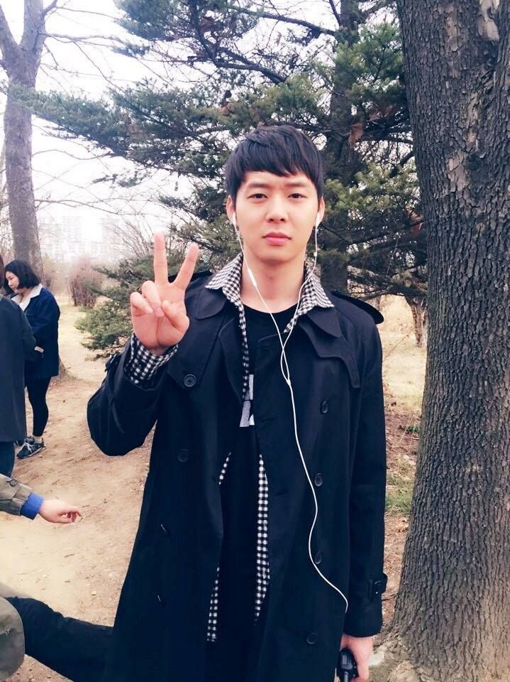 150402 JYJ Line Update: Greeting from Yuchun during 'TGWSS' filming
