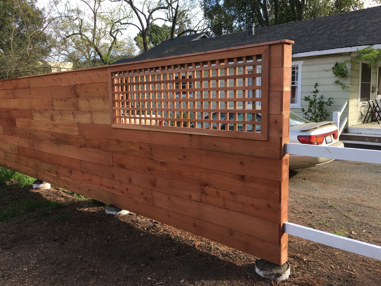 End Of Horizontal Redwood Privacy Fence With Lattice Yard Landscaping Outdoor Decor Deck Fence