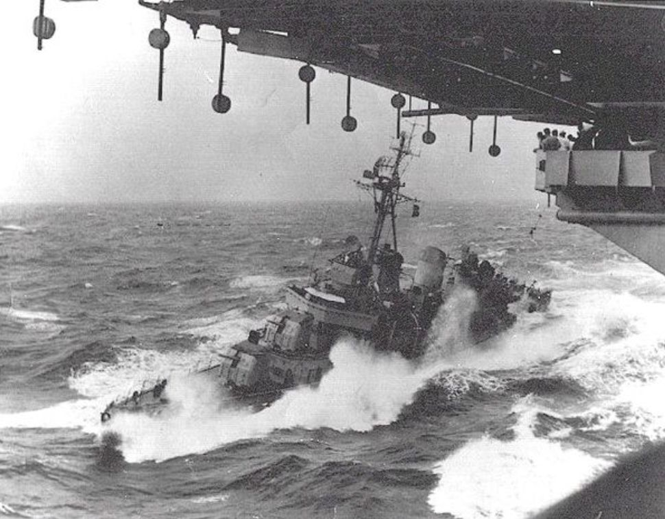 Pin By Brandon Jackson On Just Plain Awsome Destroyer Ship Us Navy Ships Navy Day