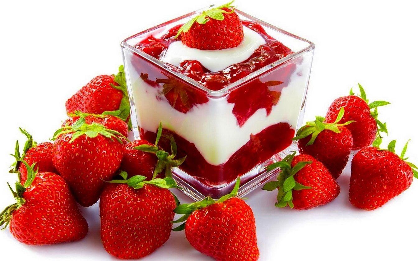 Fresas con crema, una excelente opción para utilizar crema vegana