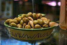 Gastronomía de al-Ándalus - Wikipedia, la enciclopedia libre- Se conoce como Gastronomía de al-Ándalus (En árabe: الأندلس) a las costumbres gastronómicas practicadas en el territorio de la Península Ibérica bajo el poder musulmán durante la Edad Media (711 - 1492). El consumo de aceitunas en la cocina española, típica del Al-Ándalus.