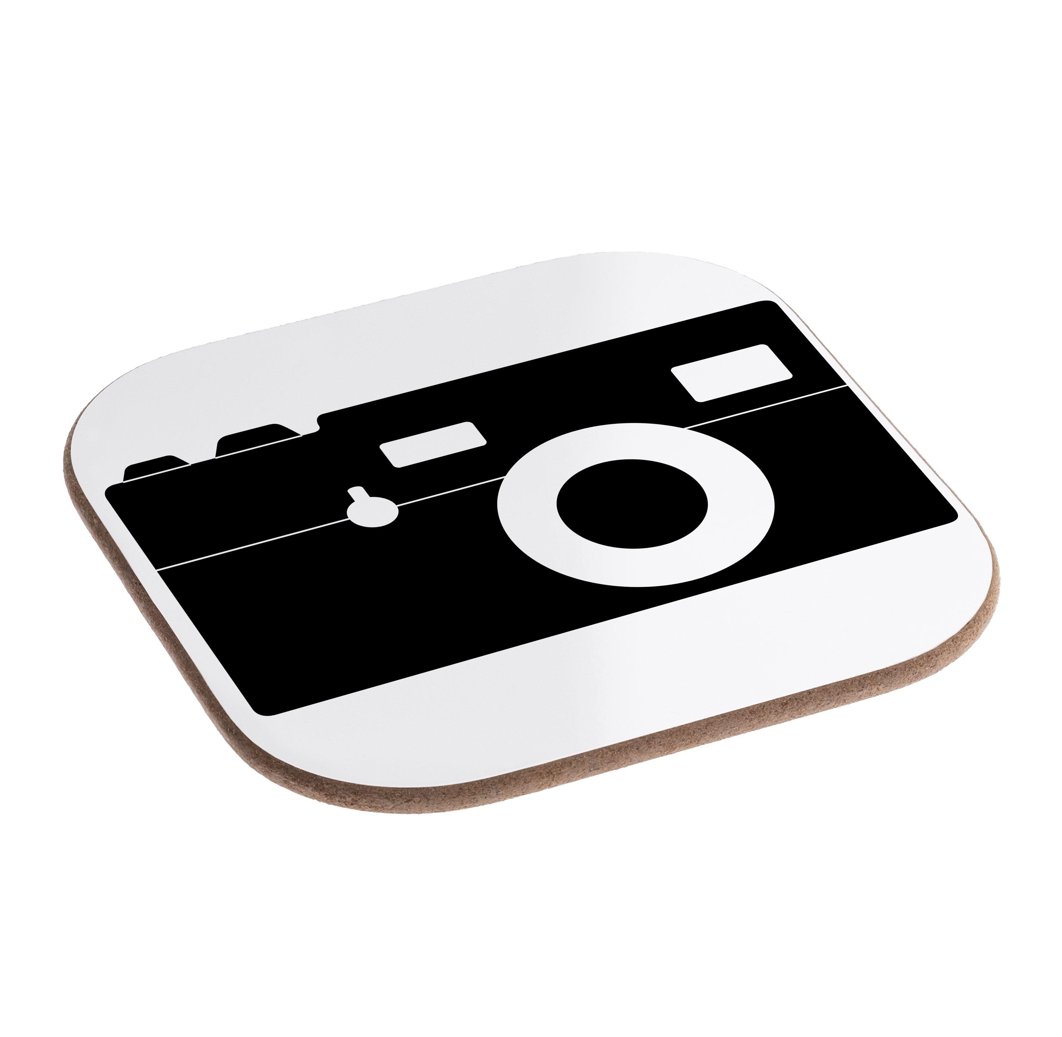 Quadratische Untersetzer Kamera aus Hartfaser  natur - Das Original von Mr. & Mrs. Panda.  Dieser wunderschönen Untersetzer von Mr. & Mrs. Panda wird in unserer Manufaktur liebevoll bedruckt und verpackt. Er bestitz eine Größe von 100x100 mm und glänzt sehr hochwertig. Hier wird ein Untersetzer verkauft, sie können die Untersetzer natürlich auch im Set kaufen.    Über unser Motiv Kamera  Diese Retro-Kamera gefällt bestimmt nicht nur professionellen Fotografen, sondern lässt auch jedes…