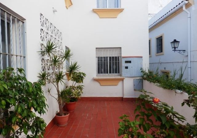 Furnished three bedroom apartment in the Old Town of Marbella. First floor with small terrace …