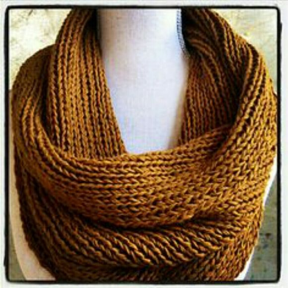 Chunky knit infinity scarves | Cowl knitting pattern ...