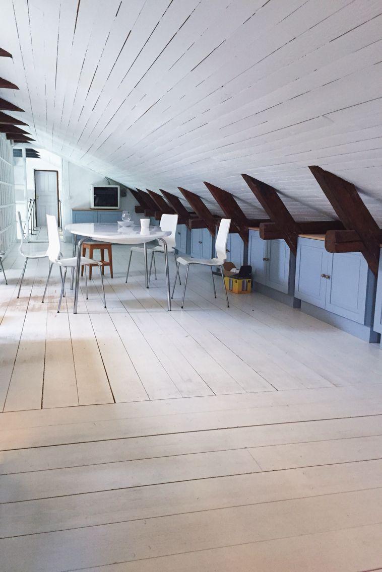 Inspiration till golvet och taket på vinden. Vill även bygga dessa ...