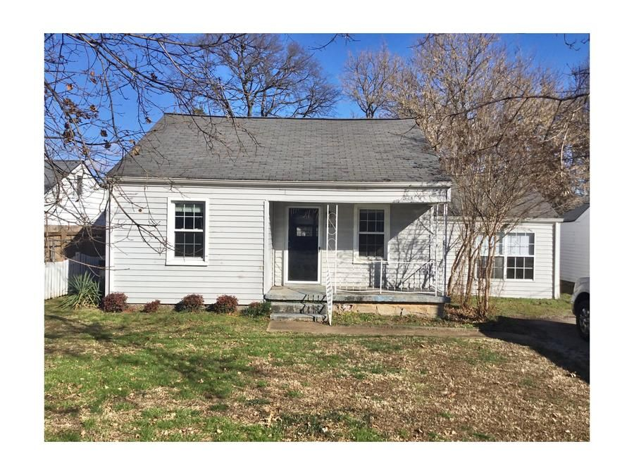 Lovely 3 Bedrooms House 1 Full Bath House Available For Rent Situated At 5339 Greenbriar Rd Chattanooga In 2020 For Rent By Owner Renting A House Apartments For Rent