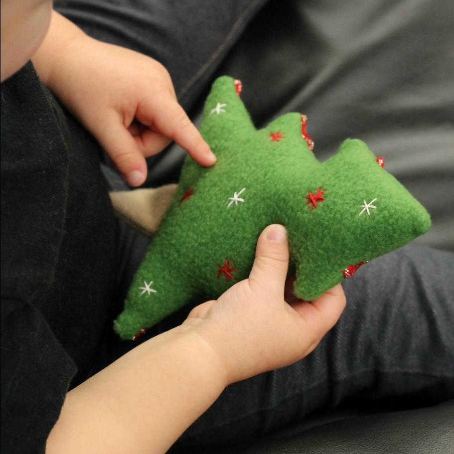 Free christmas tree softie sewing pattern finger puppets free christmas tree softie sewing pattern jeuxipadfo Choice Image