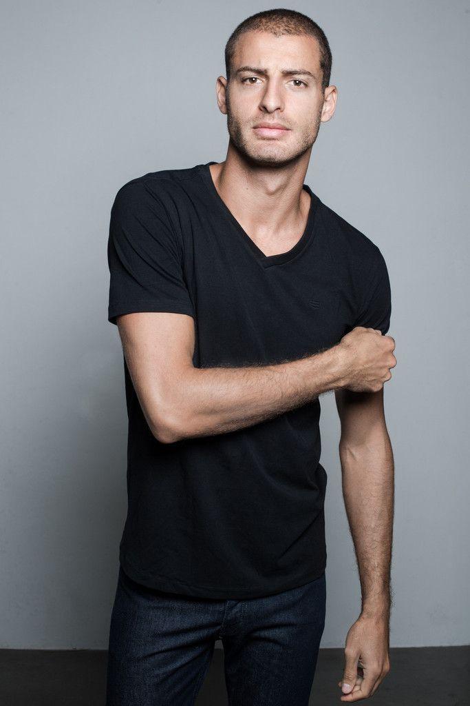 Brent V-neck T-shirt | People's Avenue #vneck #tshirt #black #basic