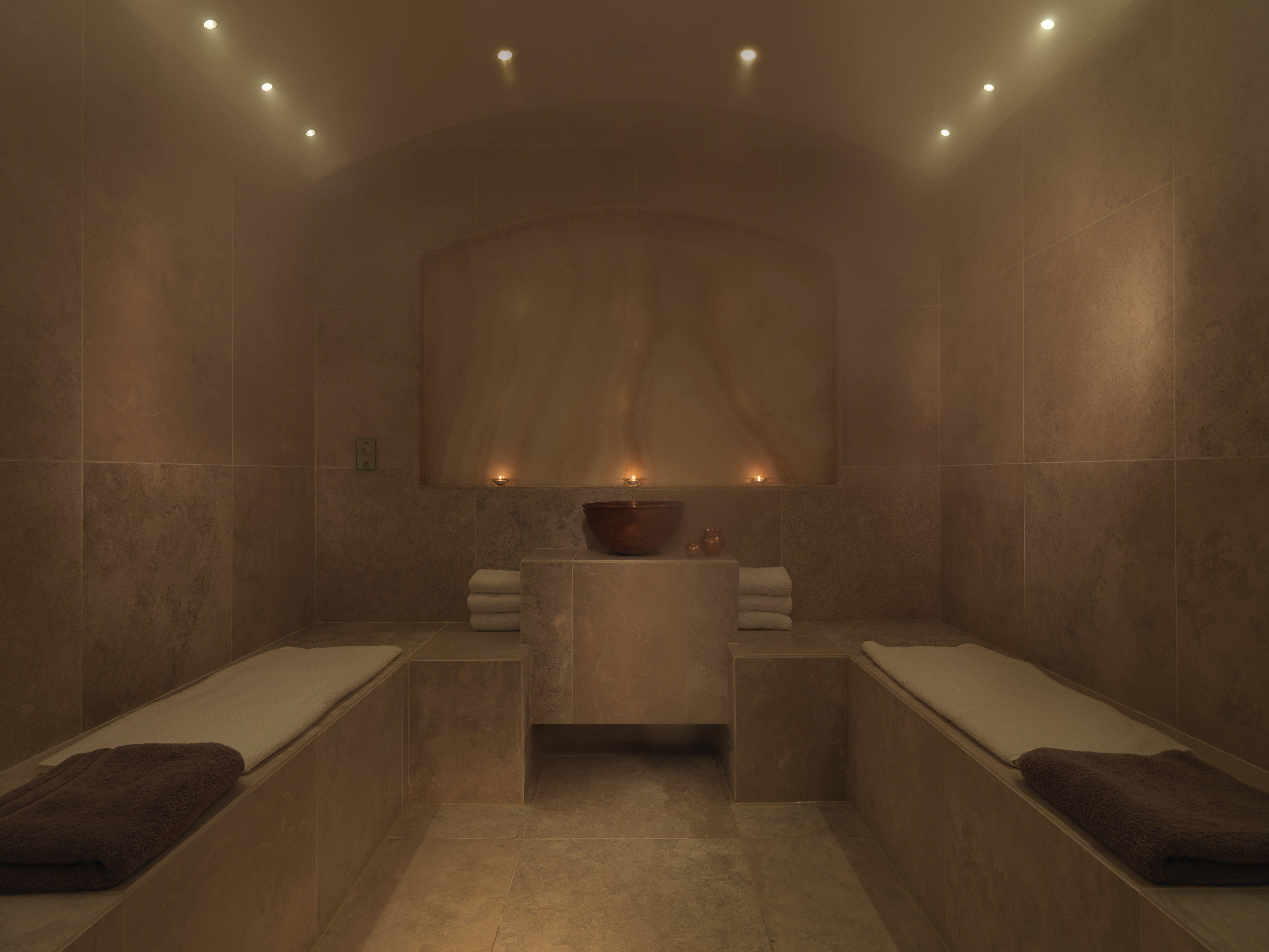 The Salt Infused Steam Room Spa Sw1 Spa In Dolphin Square Hammam Maison Design Moderne De Salles De Bains Idee Salle De Bain
