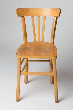 Location Vaisselle Et Deco Vintage Location Chaises Bois Depareillees Chaises Bois Chaise Location Chaise