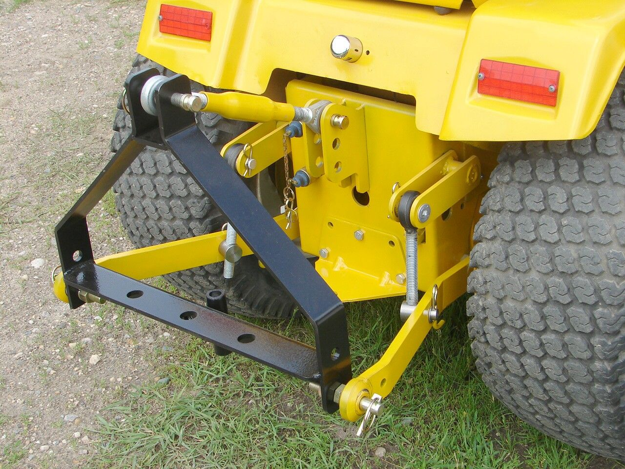 Cub cadet garden tractor attachments fasci garden for Lawn and garden implements