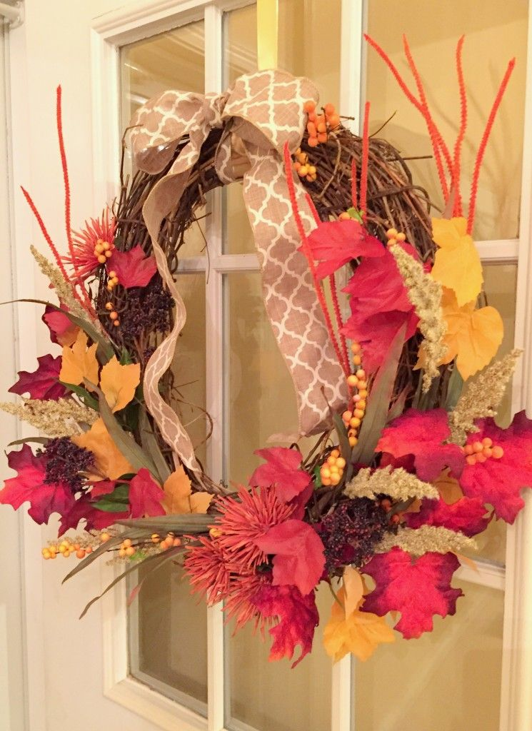 DIY Fall Wreath Tutorial - Starting Out in Style www.startingoutinstyle.com #DIY #Fall #Wreath #home #homemade #frontdoor #decoratingonabudget