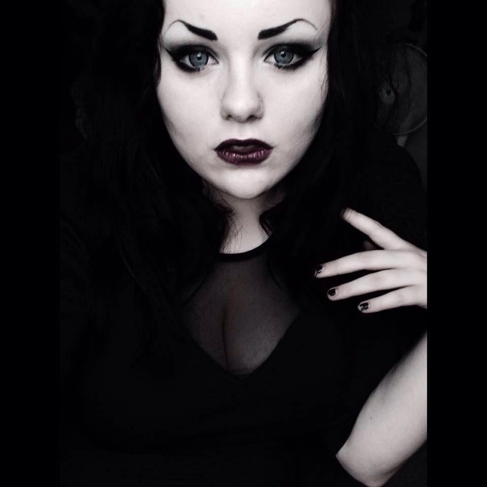 Goth girl bella bates hades pretty gothy types pinterest goth