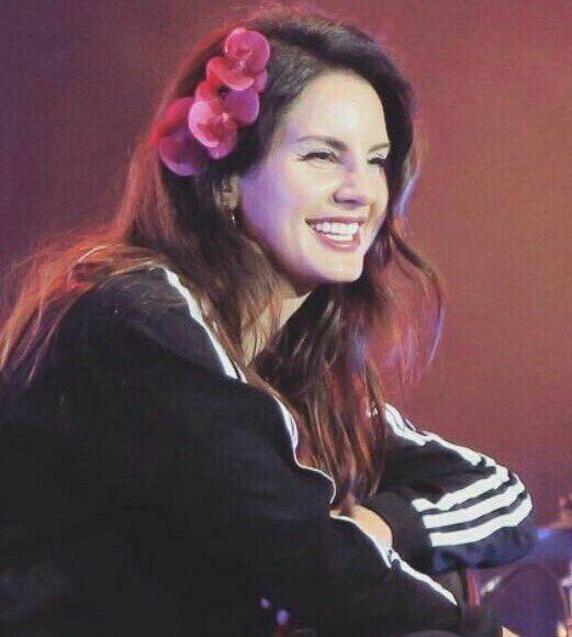 Lana Being Cute Lana Del Rey Concert Looks Lana Del Ray