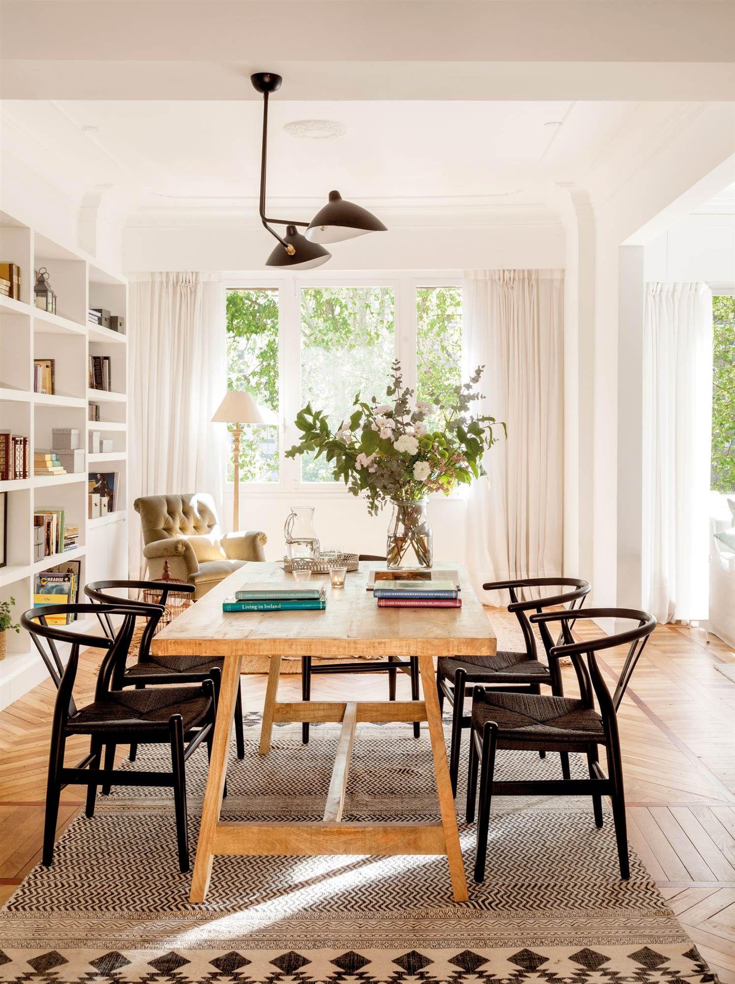 Comedor con sillas ch24 en negro 00458369 comedores for Decoracion madera natural