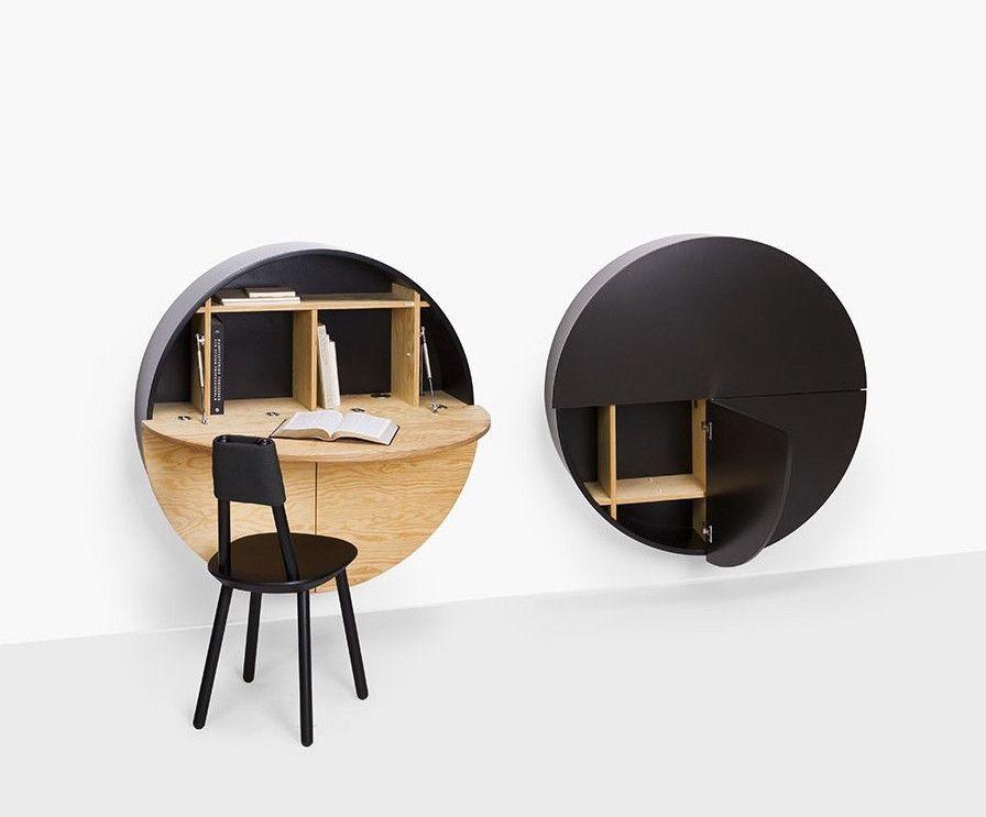 Bureau forme ovale à placer sur un mur signé par la marque de mobilier EMKO. Pratique et invisible une fois fermé. Livraison partout en Europe. Produit de qualité supérieure.