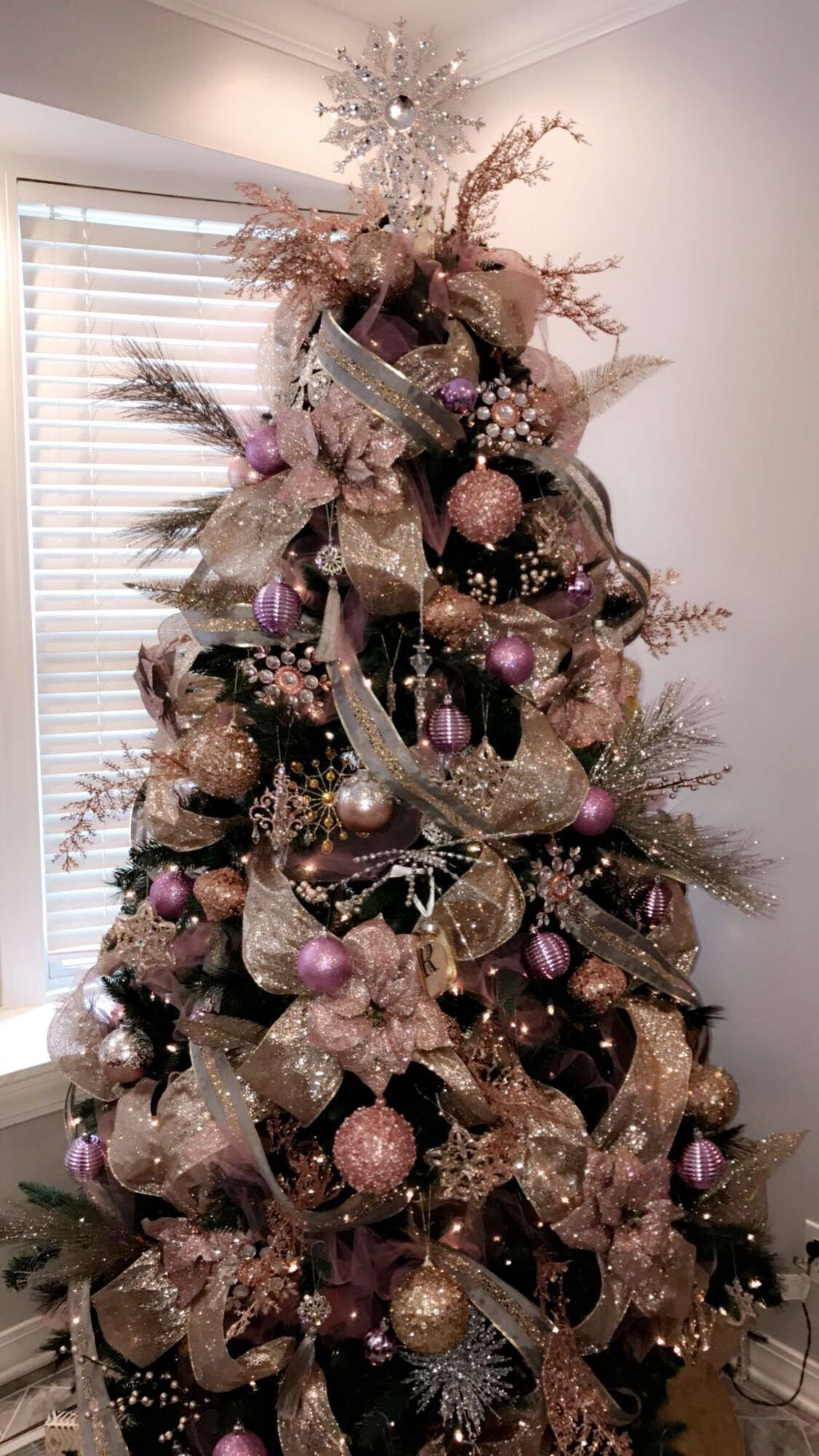 Dressed In Combination Of Shades Of Pink On This Christmas Tree Rose Gold Christmas Tree Amazing Christmas Trees Gold Christmas Decorations