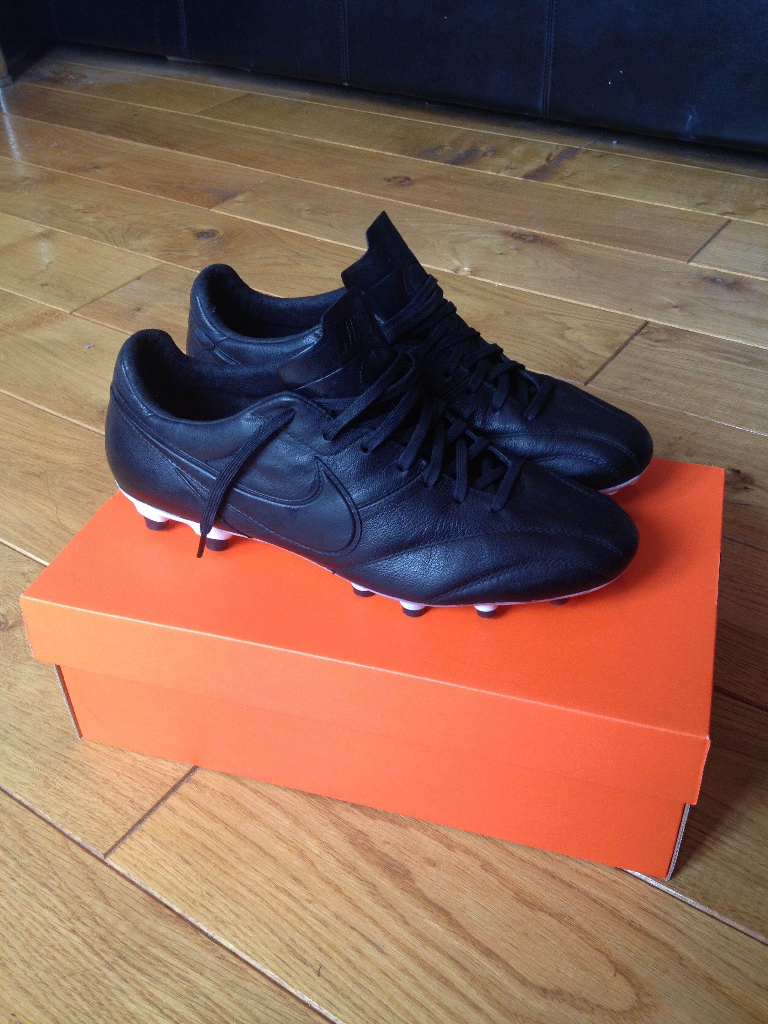dfb2bf0d3eb Blackout Nike Premier