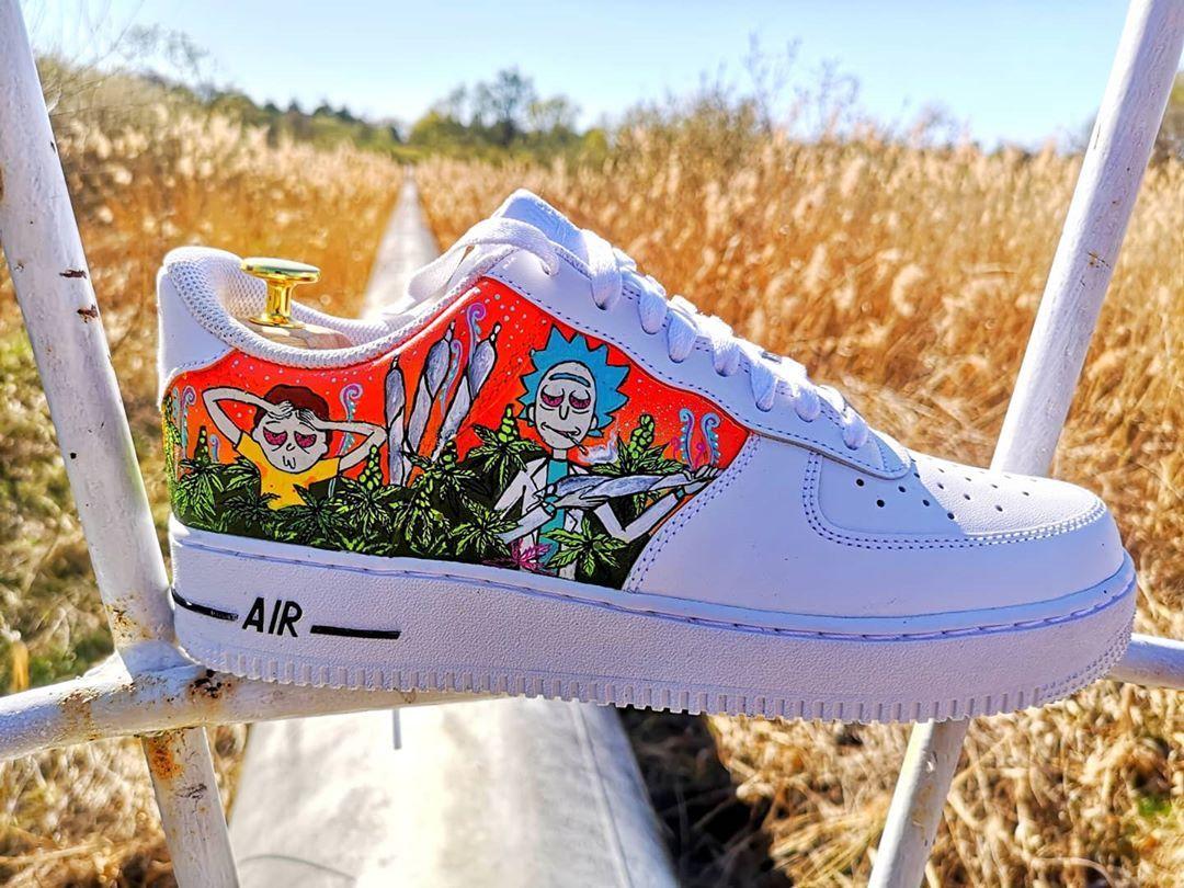 Rick, Morty and Weed ☘️ ____ .. a jak wasza majówka? 🤔 ____ #custom : @zoyamoth 🦋 ____ Jutro wbijamy już na warsztat przy ulicy Sokoła 2c w Poznaniu 📍 Wkrótce odpiszemy na wszystkie wiadomości 📩 Do zobaczenia 🙌🏻 ____ #pimpmyshoes #shoes #poznan #posen #poznań #nike #custom #hype #poland #polska #instashoes #shoestagram #customshoes #shoescustom #customnike #shoestagram #art #artshoes #paint #tag #tagfriends #photooftheday #photoeveryday #picoftheday