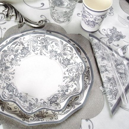 Apparecchiare a tavola con nobless argento piatti bicchieri tovaglioli coppette piattini - Apparecchiare la tavola bicchieri ...
