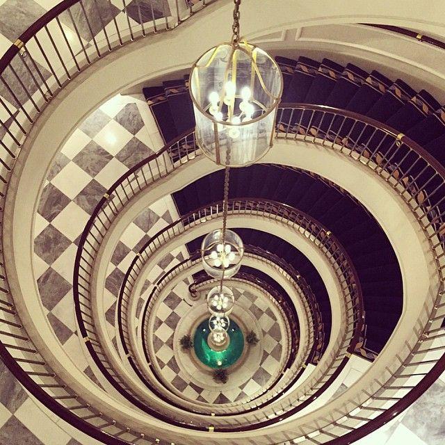 5 Sterne Luxushotel In Koln Luxushotel Luxus Treppe