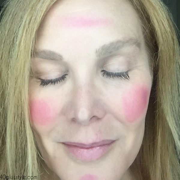 How to apply flattering natural looking makeup over 40 | 40plusstyle.com
