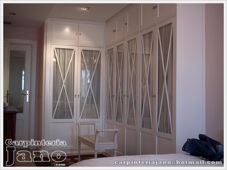 Armario a medida lacado en blanco mod aspas con puertas abatibles y maletero independiente - Armario con puertas de cristal ...