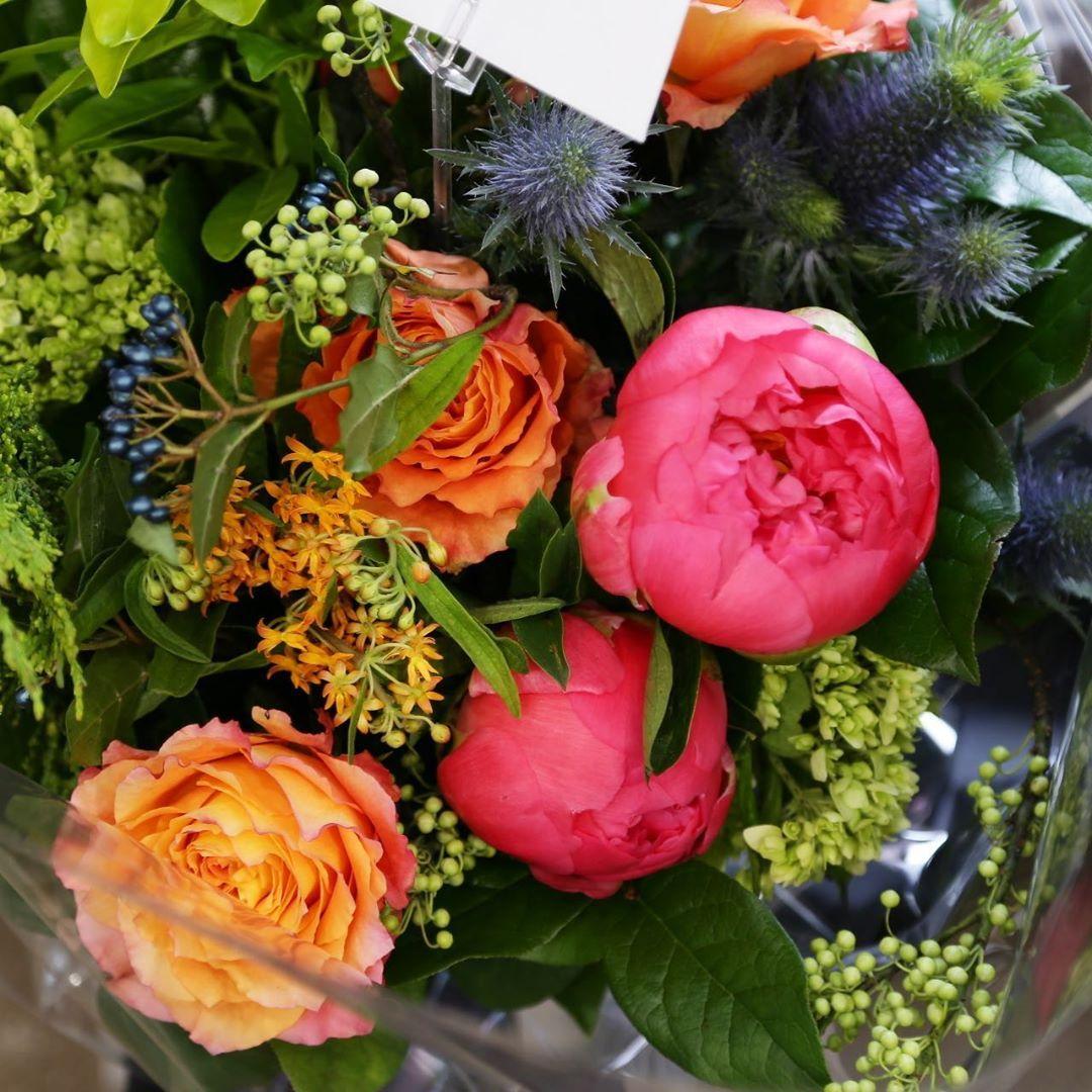 Vibrant!!! . .  #torontoflorist #torontoflowershop #torontowedding #torontoevents #simplewedding #airplants #succulents #cactus #freshflower #arrangements #centerpiece #orchids #sansevieria #flowerlove