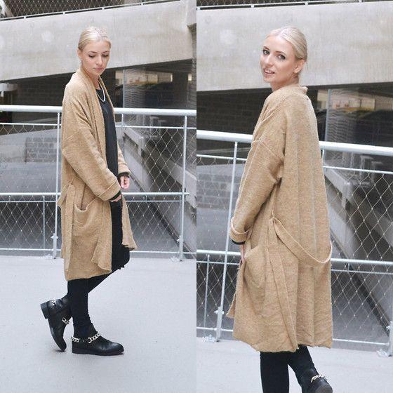 Mango Robe Coat, Zara Sweatshirt, Asos Jeans, Zara Chain Boots