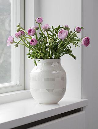 k hler design omaggio vase pearl mit ros farbenen ranunkeln home decoration pinterest. Black Bedroom Furniture Sets. Home Design Ideas