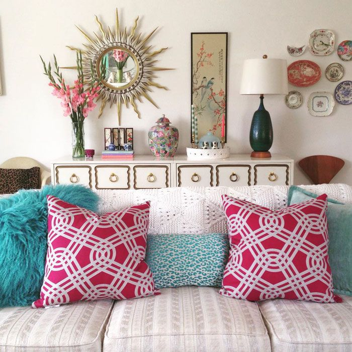 Chinoiserie vignette featuring vintage and thrifted finds via @modbeachhouse