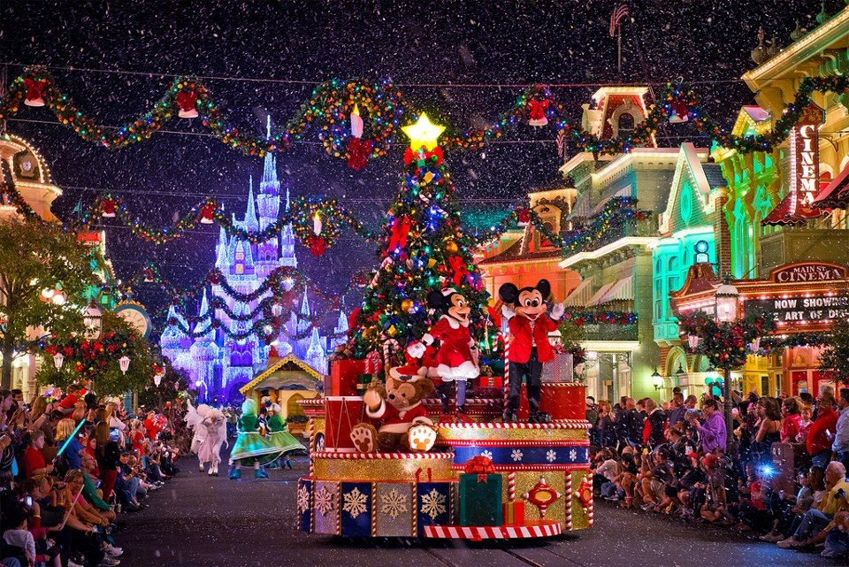 Disneyland Christmas! So Beautiful During Christmas Season. Snowflakes Fall  From Certain Sections Of The