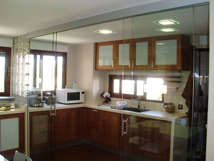 C mo separar visualmente la cocina del comedor cocina for Separacion cocina salon