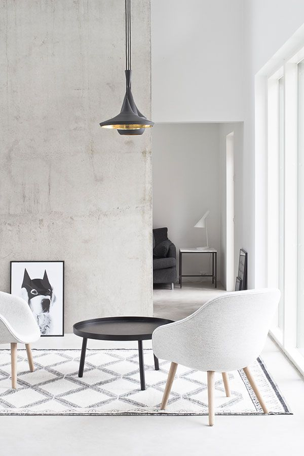 simple #concrete #hay #loungechair @aesencecom Décoration
