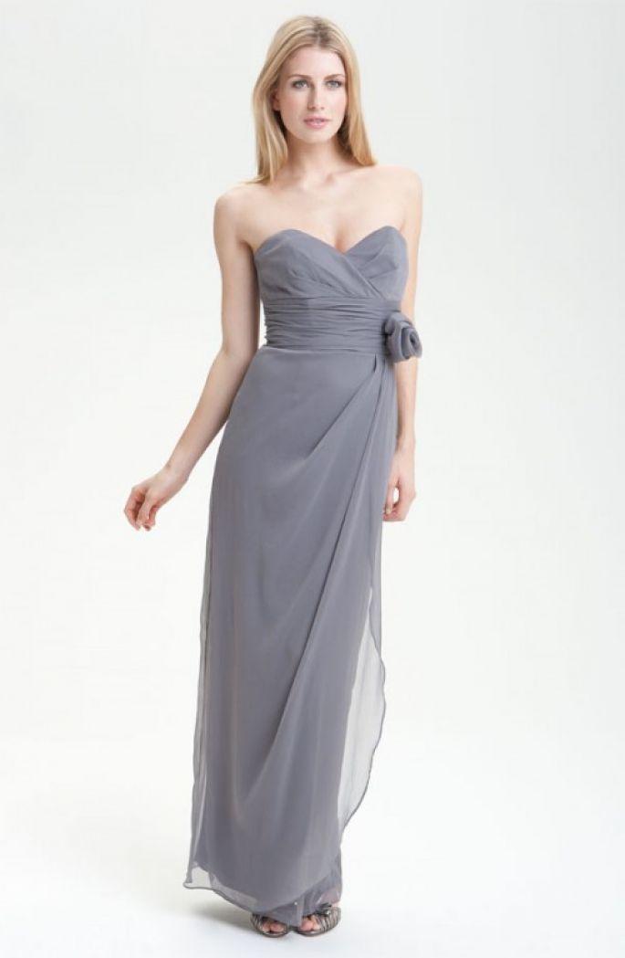 Vestido de corte recto en color gris para damas de boda - Foto ...