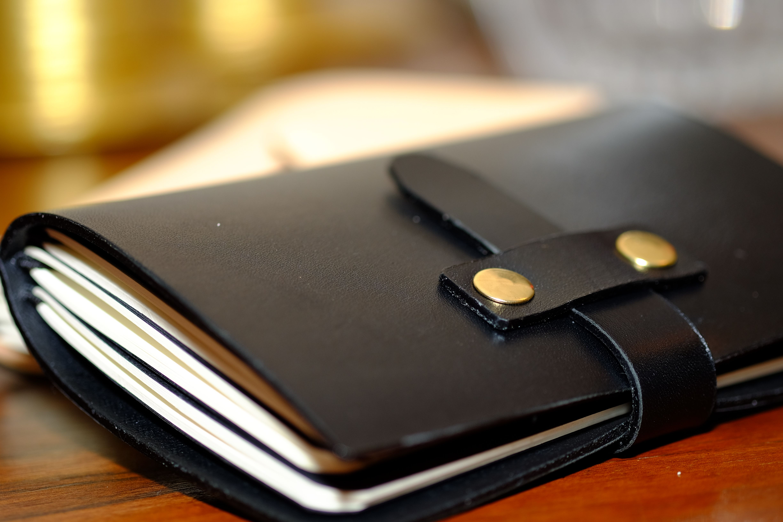 SOMNIUM LEATHER - Prototipo de novo Notebook Cover com novo sistema de fecho (d)