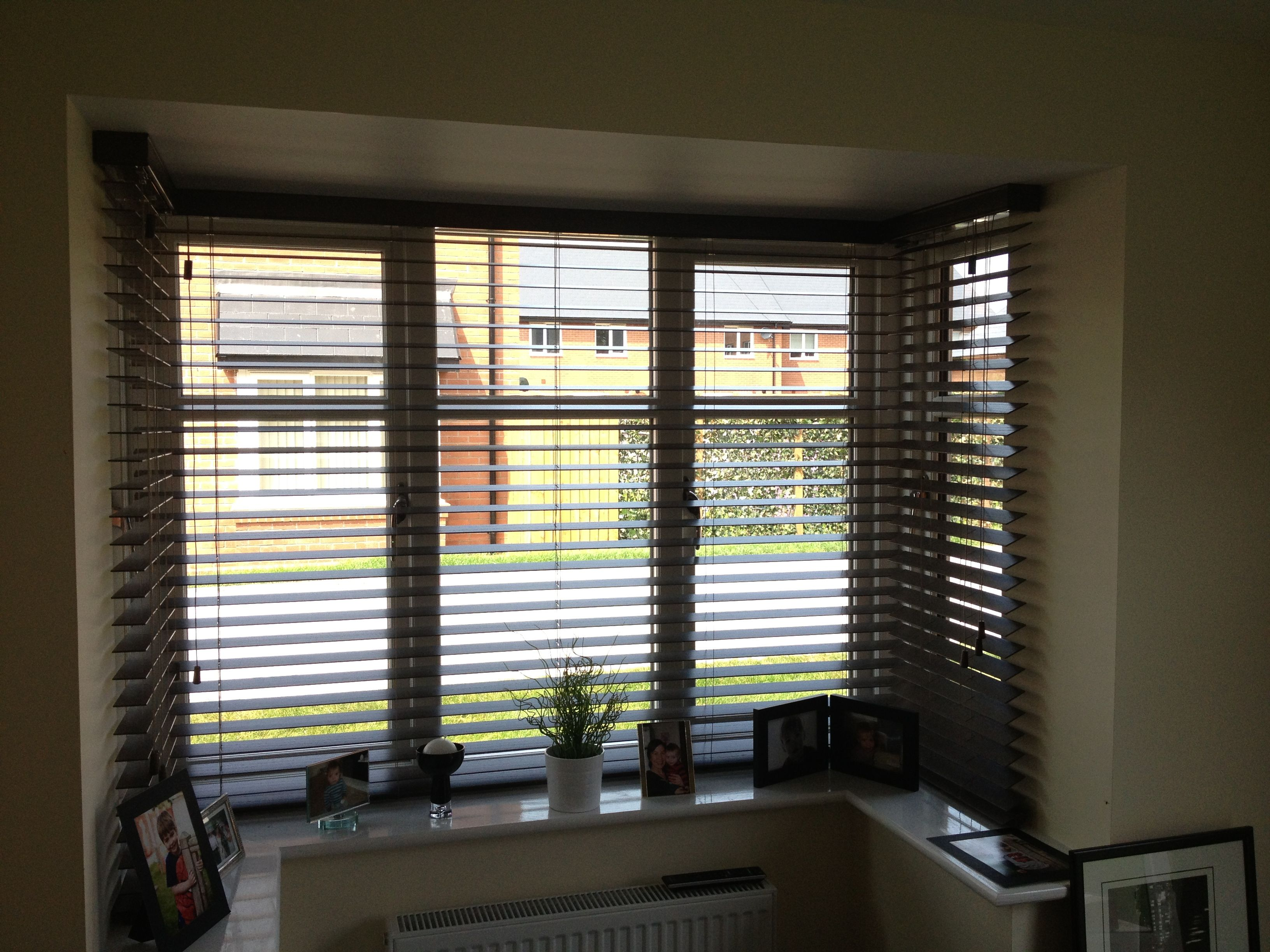 Bay window venetian blinds google search windows - Living room bay window treatments ...