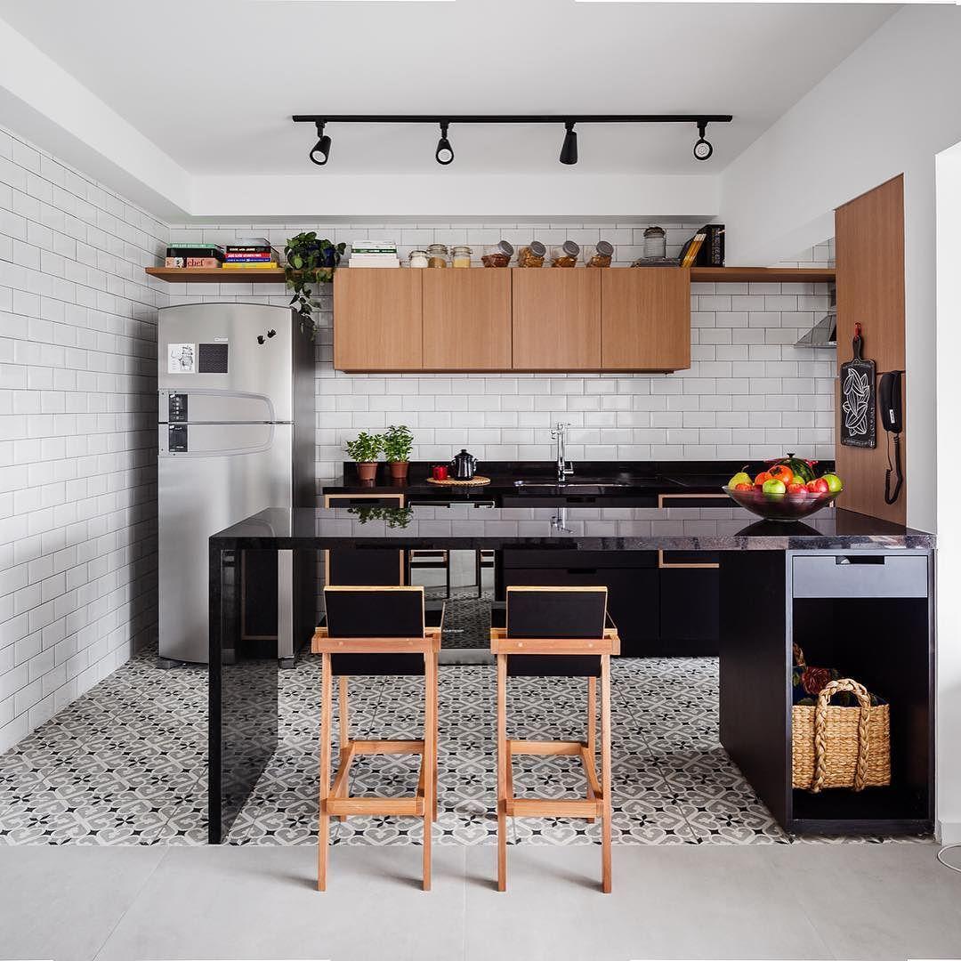 Ladrilho No Piso Azulejo De Metr E Ilumina O Em Trilho Cozinha