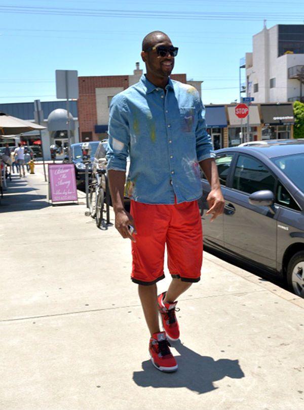 6183f47c856 Dwyane Wade wearing Jordan Retro IV- Toro Bravo | wade | Tienda de ...