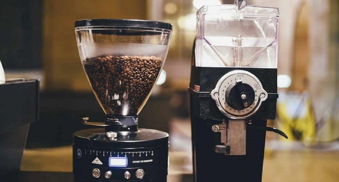 توب تن افضل مطحنة بن استغني عن شرب القهوة في المقهى و خذ رشفة من القهوة المحضرة في المنزل بوا Starting A Coffee Shop Coffee Shop Equipment Best Coffee Grinder