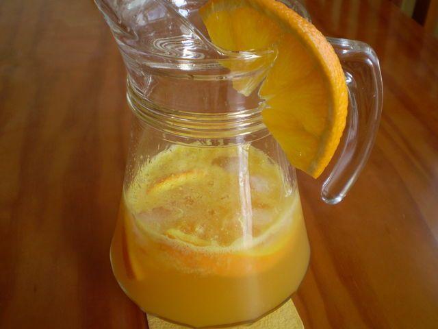 Agua de Valencia eli kuohuviinipohjainen drinkki. Sopisi myös vappubrunssille! Kotikokki.netin nimimerkki Muari on reseptin takana