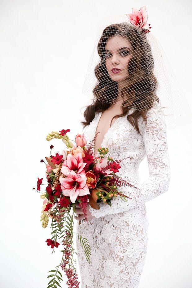 Was ein schöner #Spitzenstoff in Kombination mit wunderschönen #Lilien!