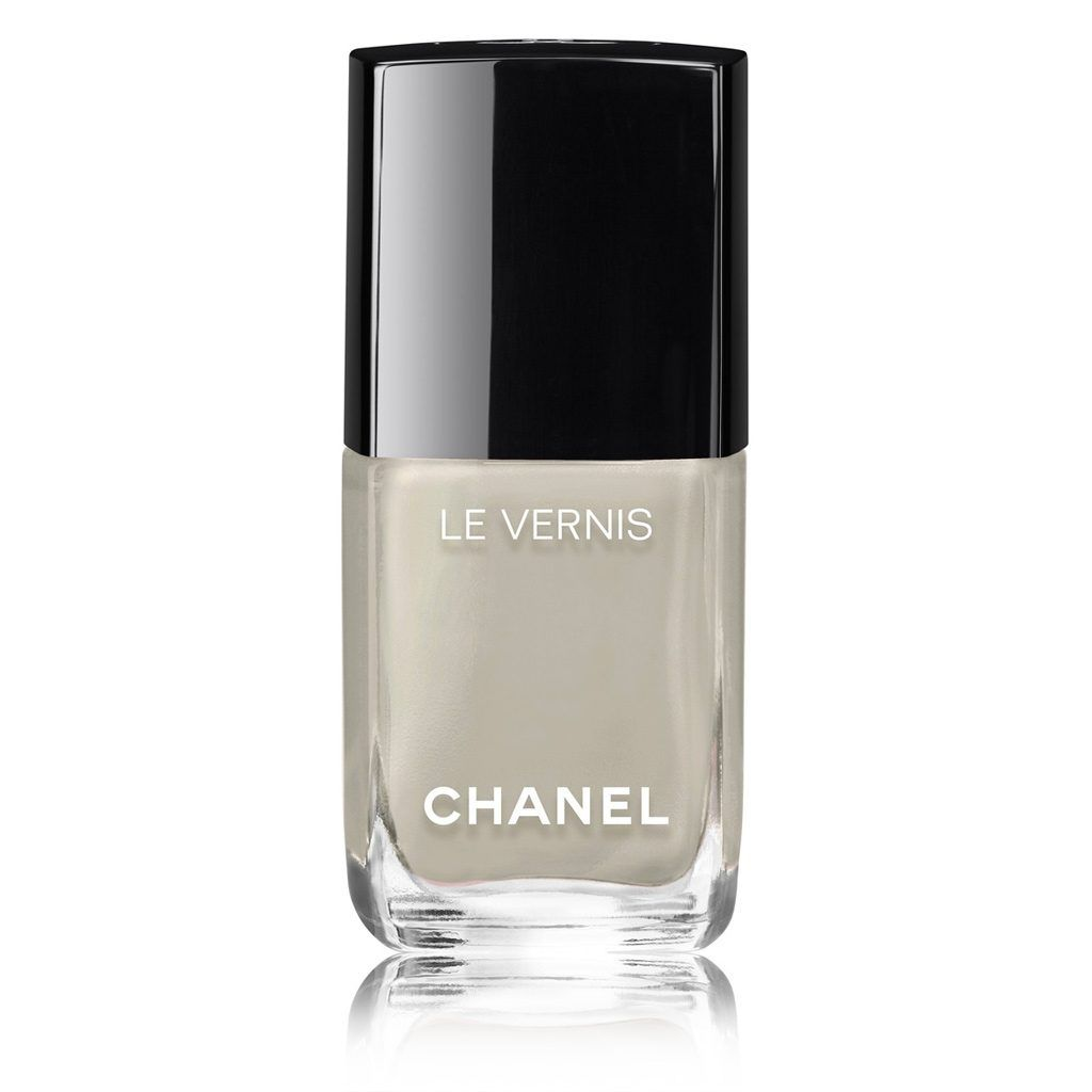 Le Vernis By Chanel A Long Wear Protective Nail Polish With Lasting Shine Designed To Make Vibrant Colours Dazzle Colour In Monochrome