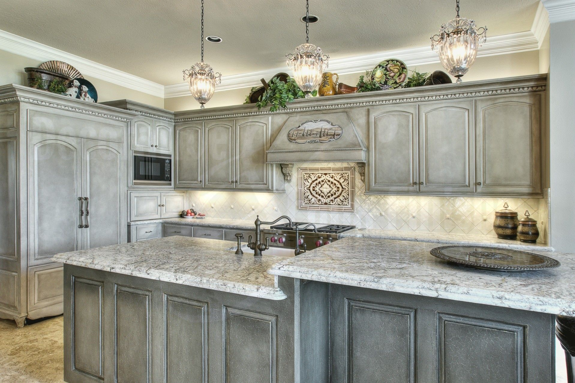 Best White Cabinets W Glazed Finish Glaze Kitchen 400 x 300