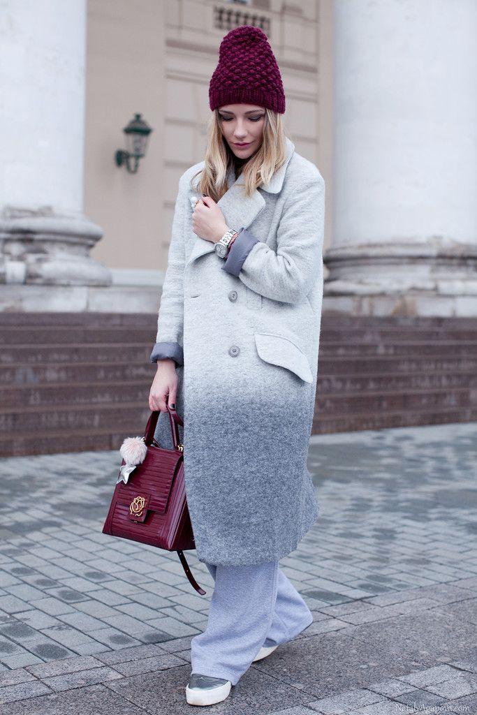 Вязаная шапка под зимнее пальто фото