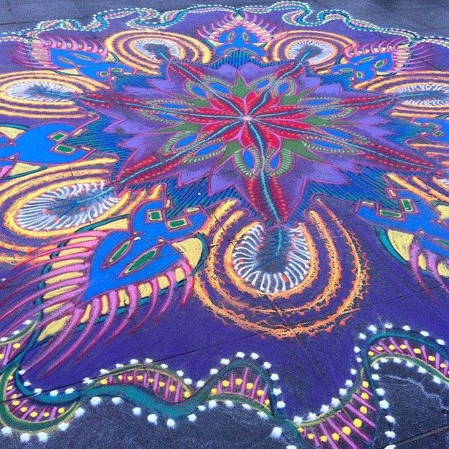 Joe Mangrum in Washington Square Park #sandart #sandpainting 5/17/14