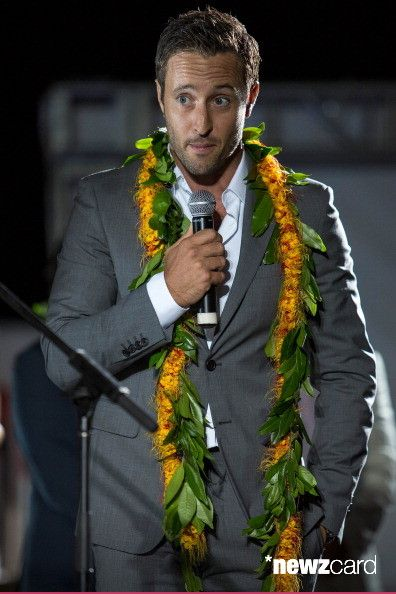 Alex O'Loughlin on stage before the premiere of CBS' 'Hawaii Five-O' Season 3 on September 23, 2012 in Waikiki, Hawaii. (Photo by Kent Nishimura/Getty Images)